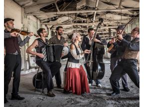 Barcelona Gipsy balKan Orchestra (E)